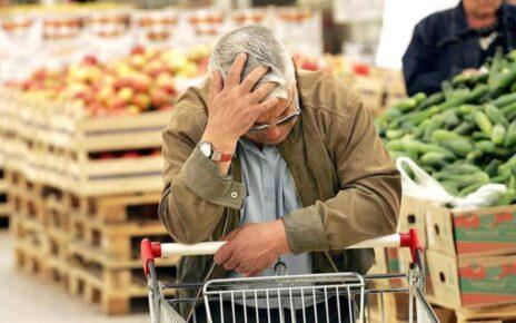 старик с тележкой еды