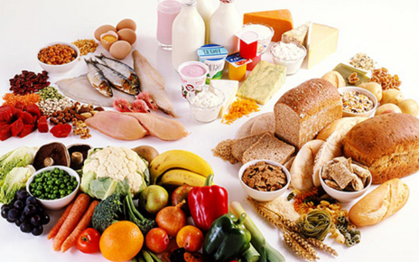 круглый стол с продуктами